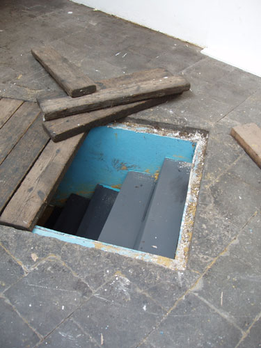 simulated steps descending into a pit